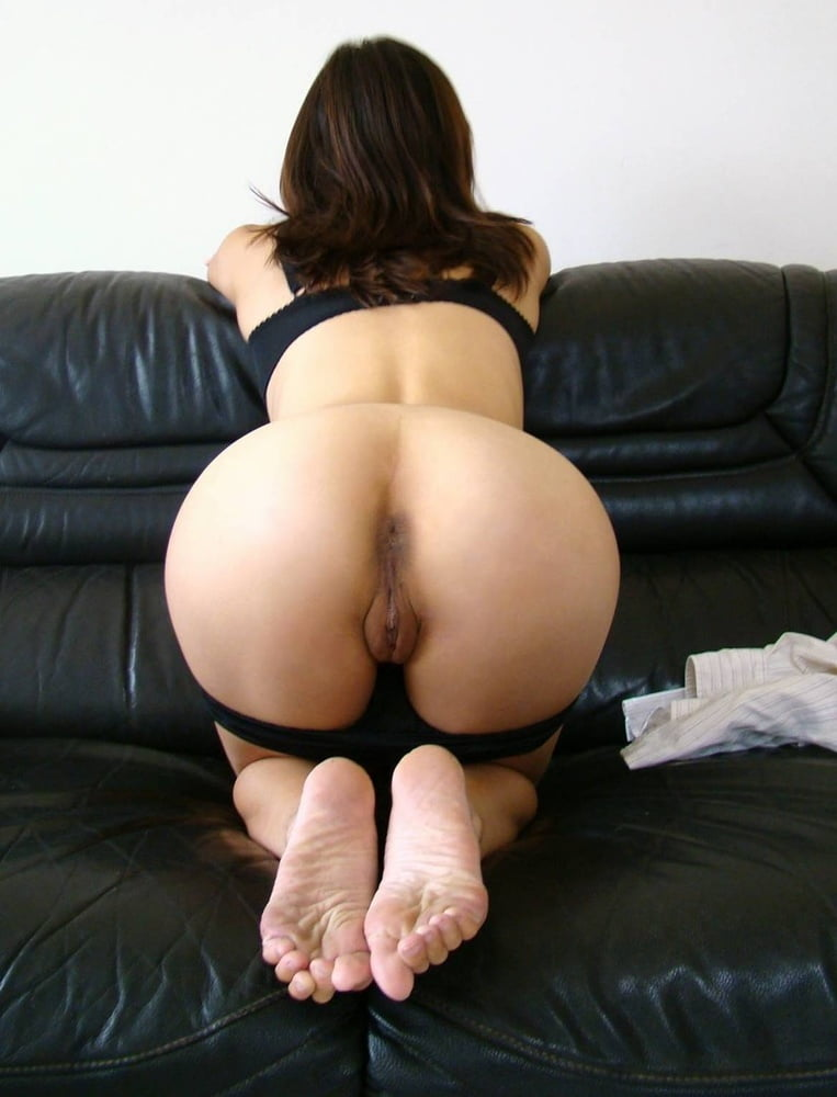 Bent over rear view suck — img 4