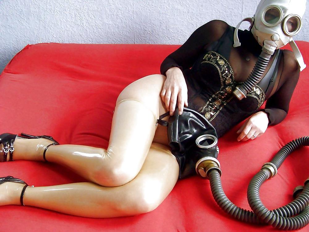 Фото траханье девушка в противогазе русское порно качестве