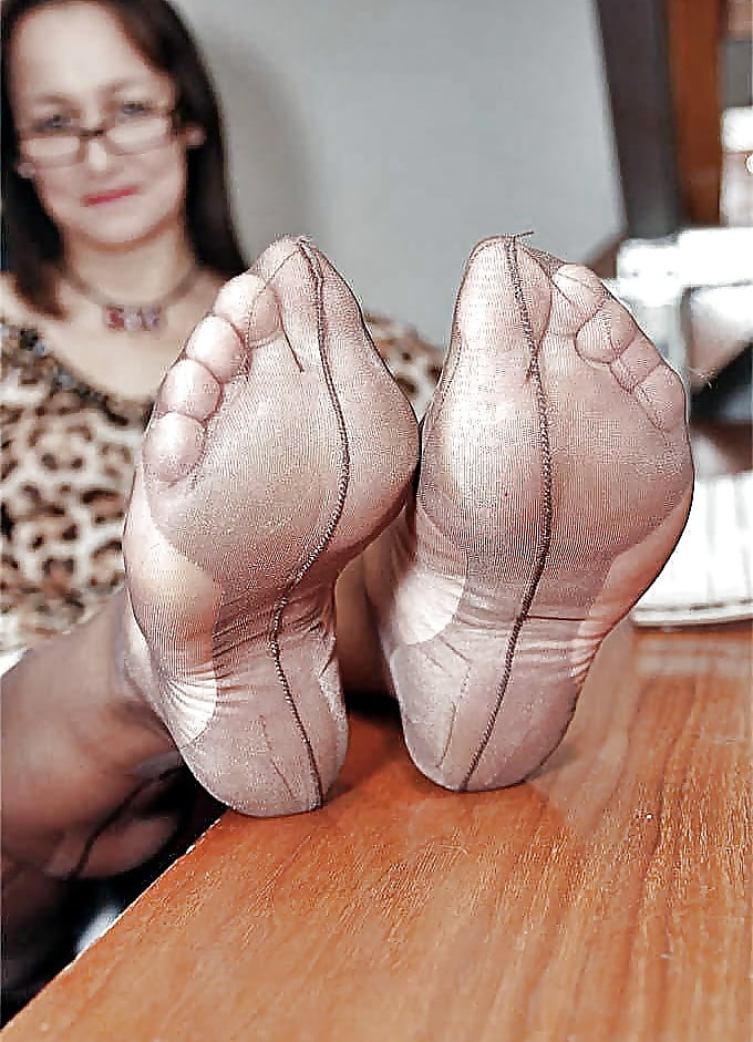 Mature feet in pantyhose pussy photo