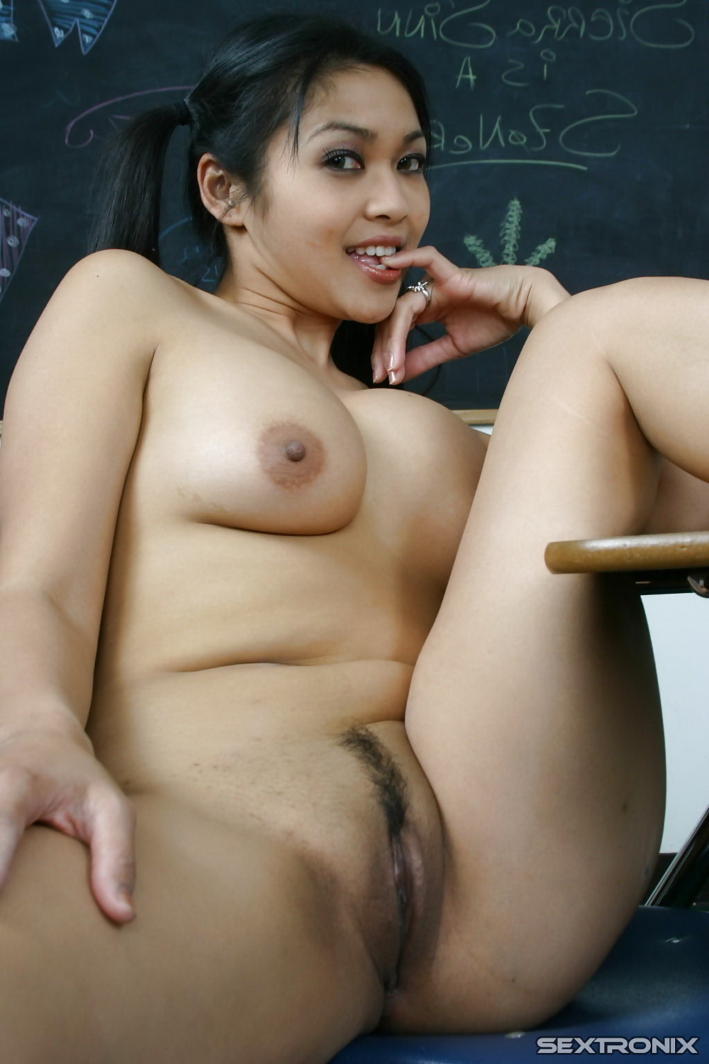 Mexican girl peeing nude