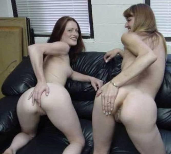 Lacey Lace and her daughter Manx - 6 Pics