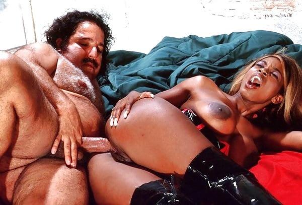 черта порноактеры ретро фото еще несколько выразительных