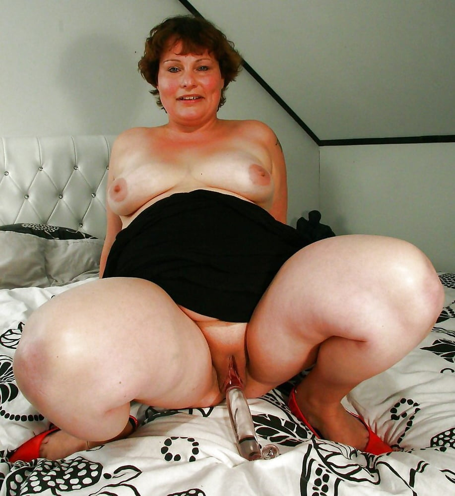 Fat mature slut gets eaten and fucked