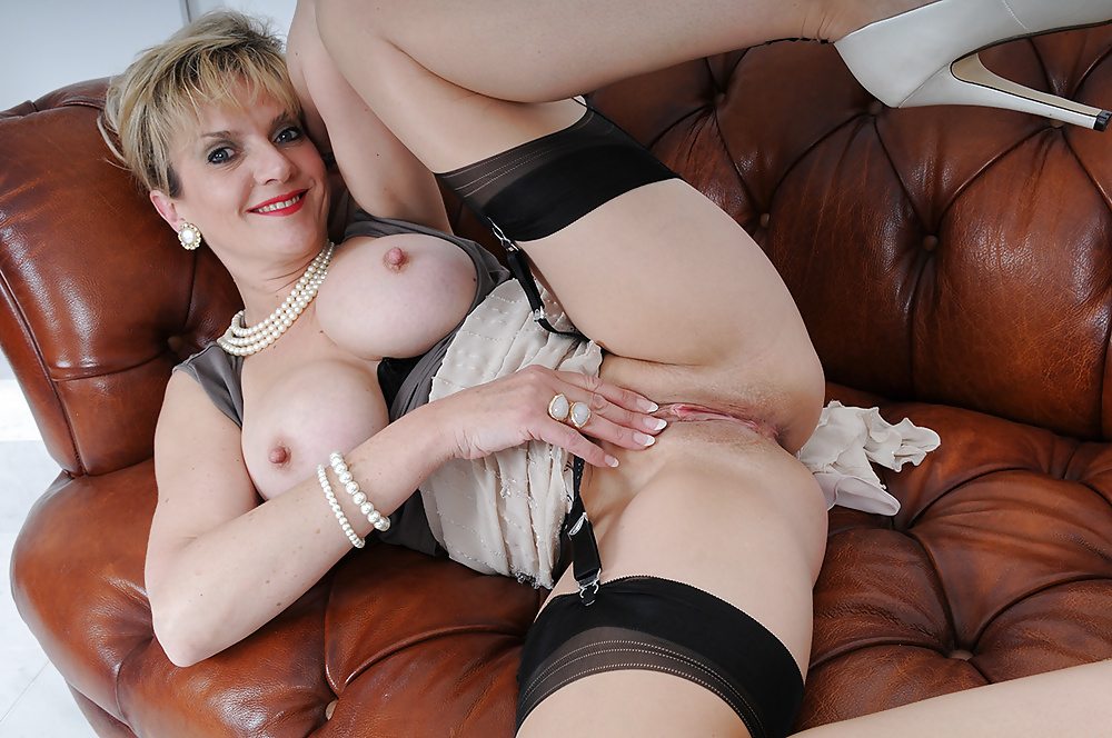 Pollydolll mature lady sex toys