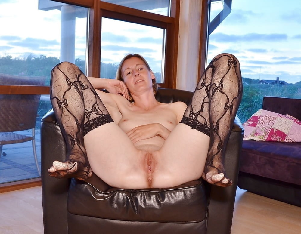 Middle aged naked ladies sitting legs open — img 9