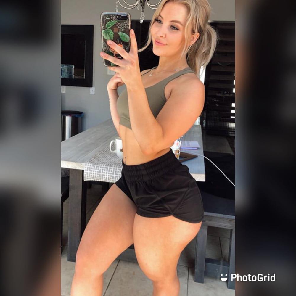 Curvy fit big booty white girl - 10 Pics