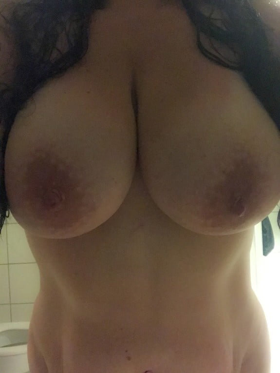 Single young mom looking for anal date on adult dating site
