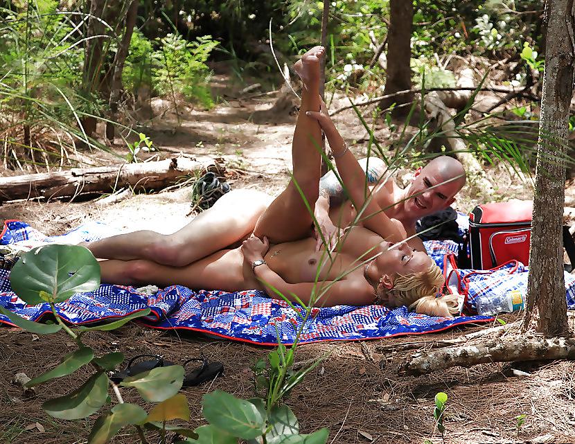 podsmotrenniy-seks-v-lesu-smotret