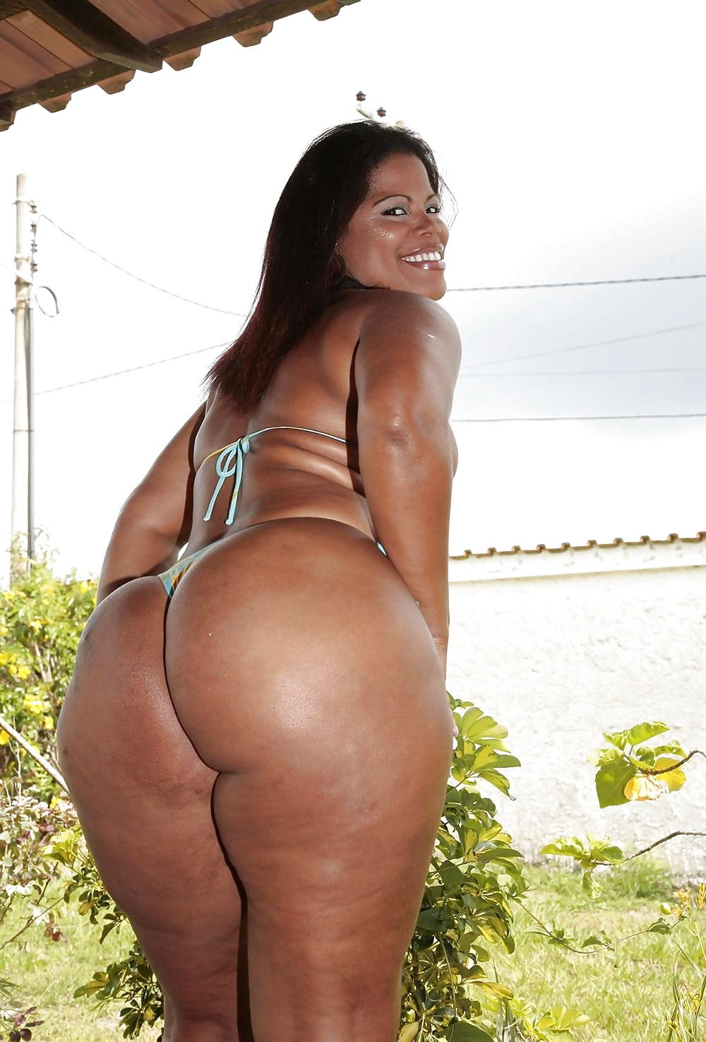 bikini-ass-pics-of-downtown-julie-brown