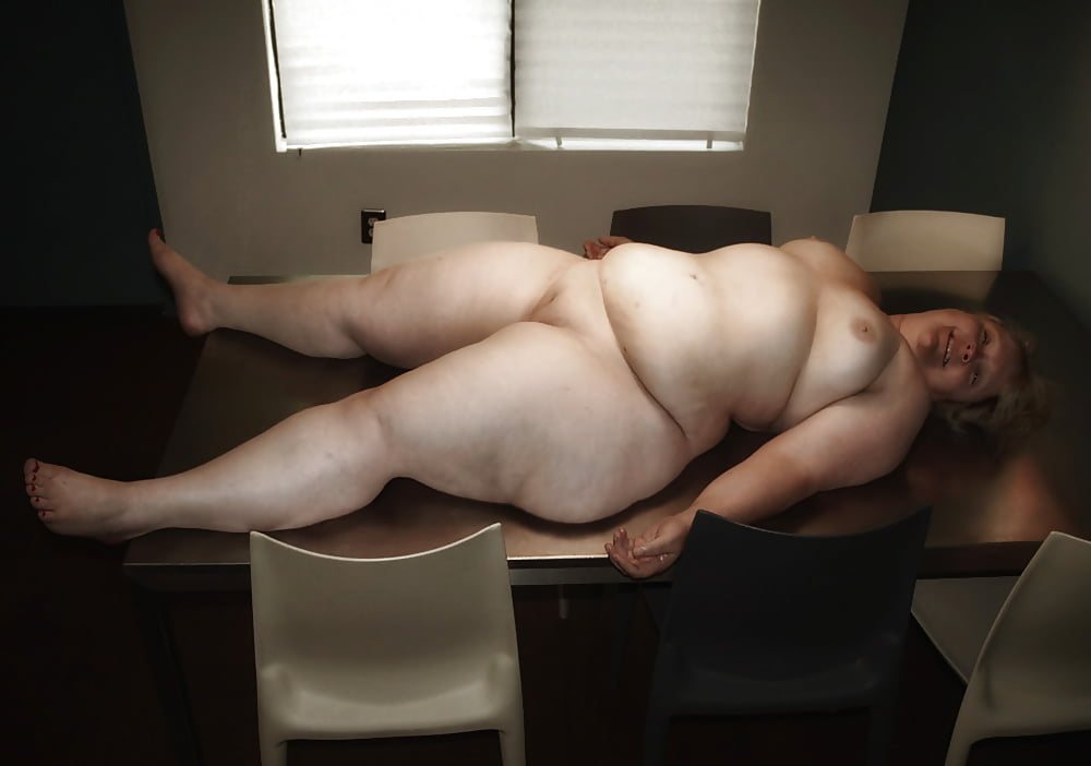 Naked women with wide hips