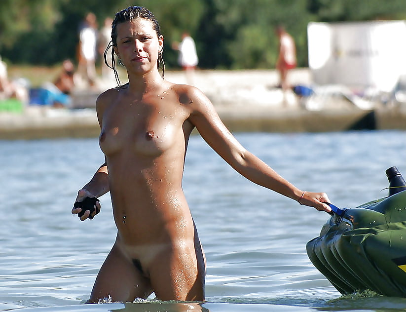Sexy beach tits