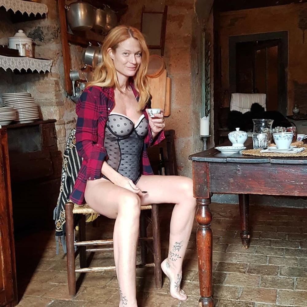 Jane Alexander Hot
