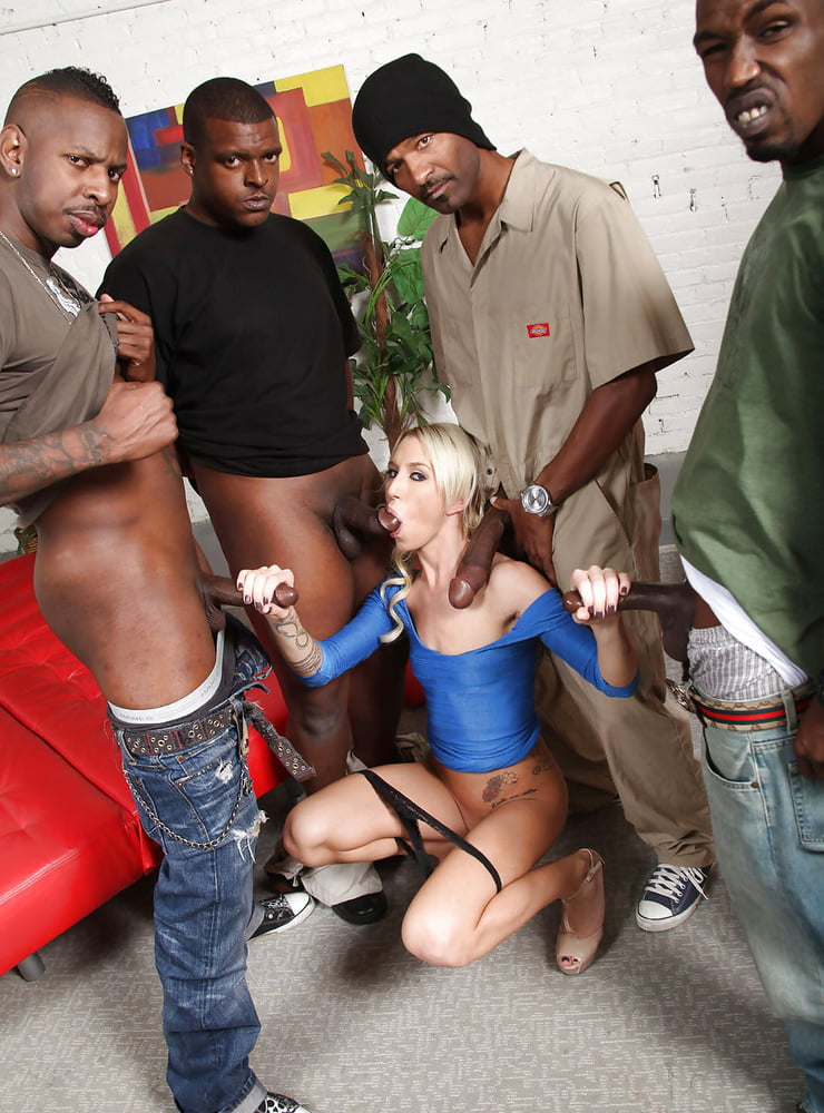 Slut cop gets gangbanged — photo 13