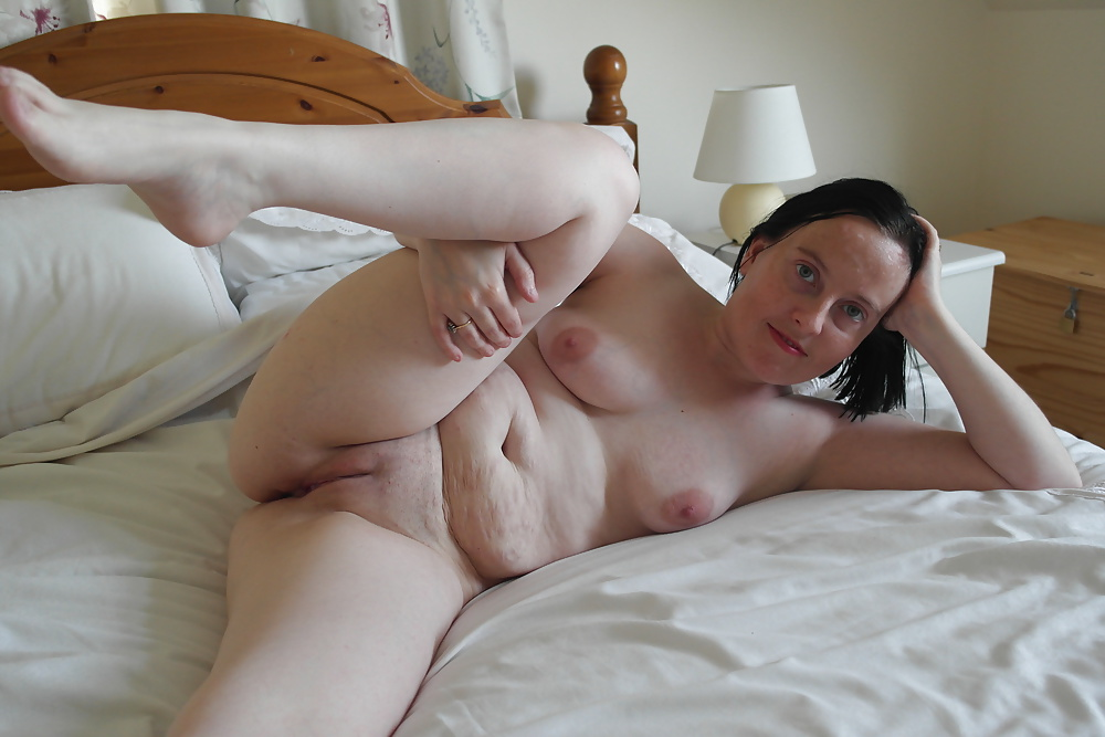 Amateur pussy on couch