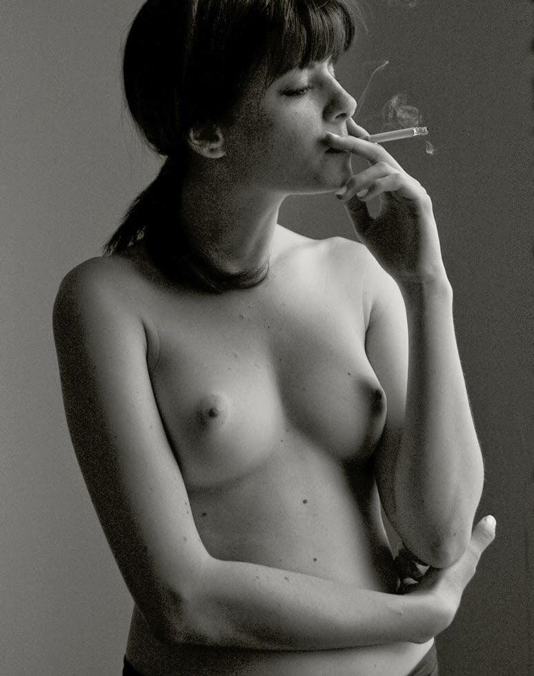 Фото голых курящих девчонок, русские бляди хотят ебаться