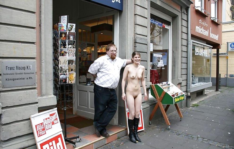 Интим фото в общественных местах, реальная голая фигура