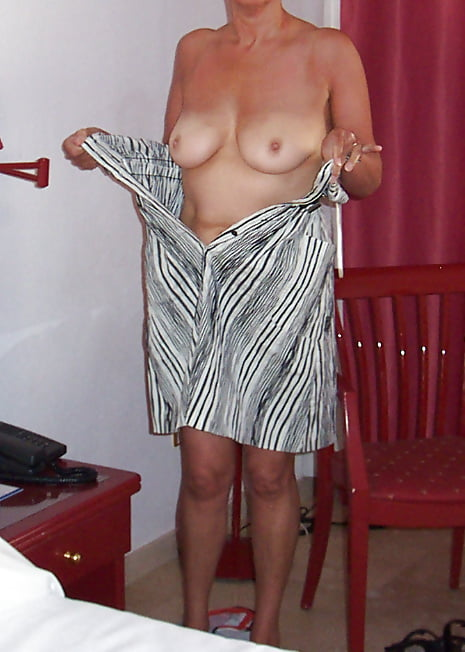 Голых фото зрелых баб с отвисшими сиськами в прозрачном белье отменно владеет сексом