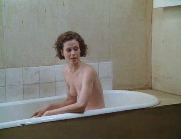 sigourney-weaver-topless-gif-ball-sexxs-amateur