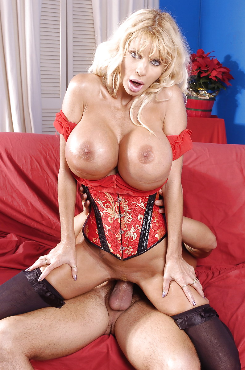 High heel blonde misty knights with massive jugs gets nude to play with her golden dildo