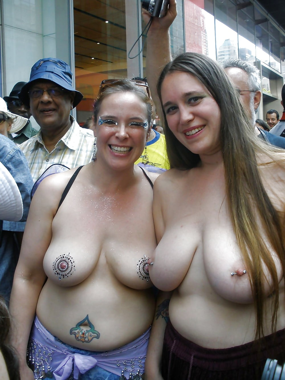Show your girlfriends boobs — photo 4