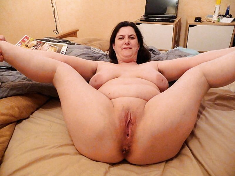 Hairy pussy bbw shows off her pawg booty in webcam show