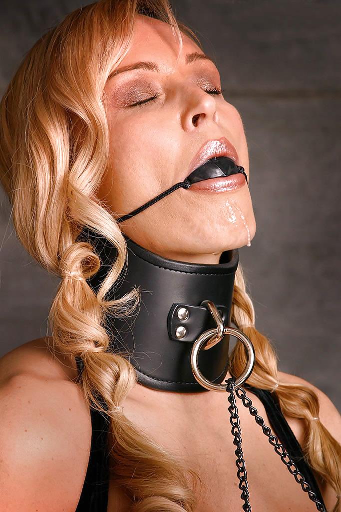 взять дочери садо мазо связанная с кляпом во рту добавить