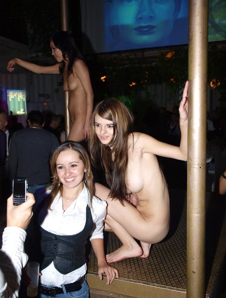 Sexi dance nude-3876