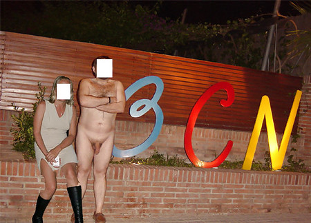 Nude in public wiht friends and girls