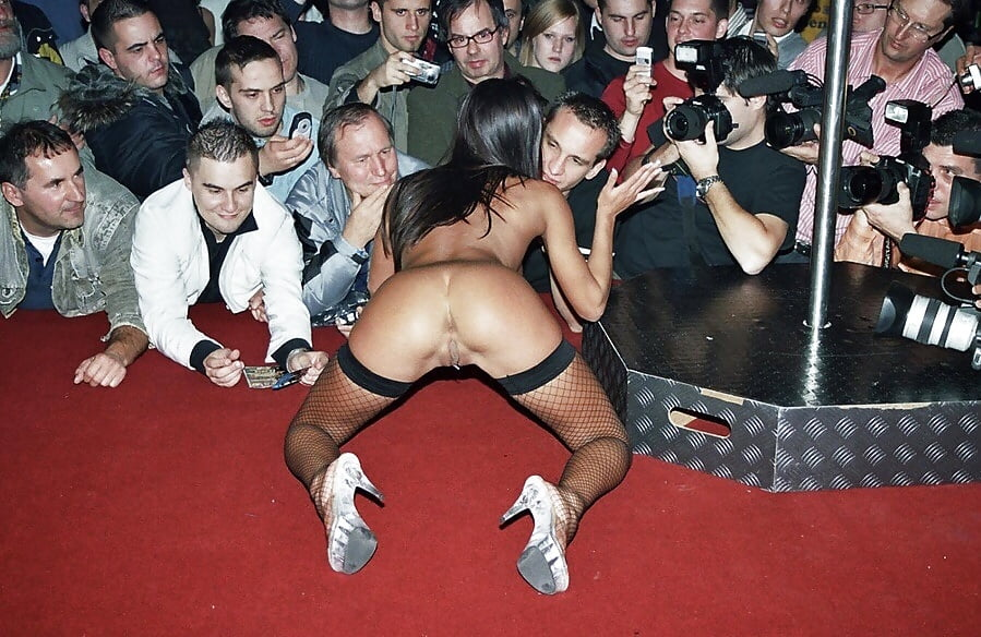 seks-shou-v-ukraine-dotronulas-do-chlena-i-on-konchil-porno-video