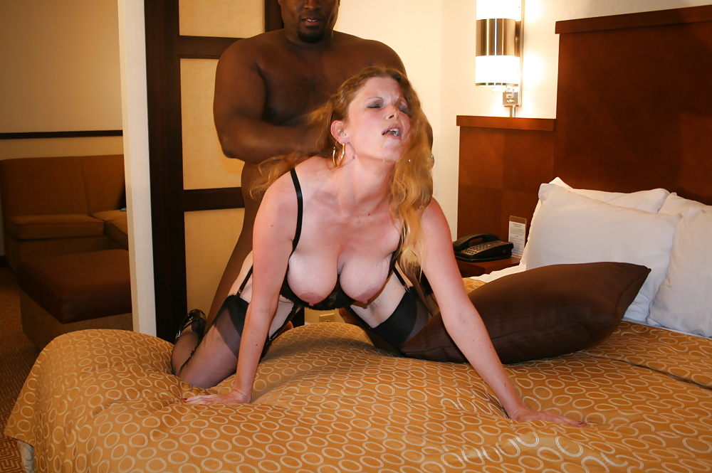 Milf solo anal insertion