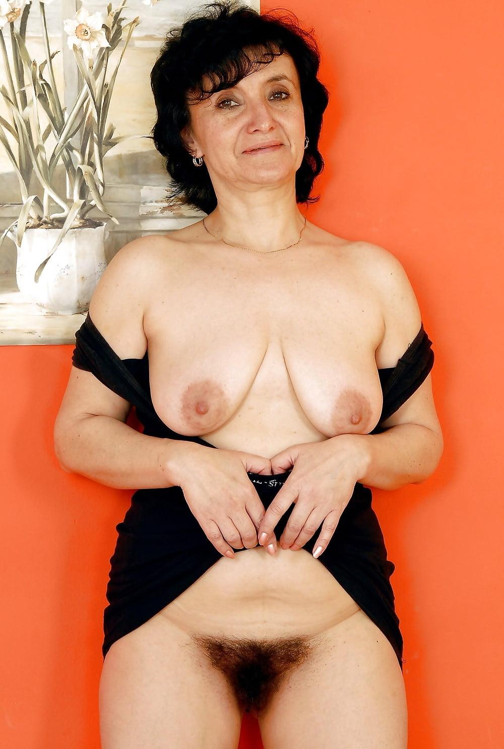 Brunette granny nude pics, granny porn photos