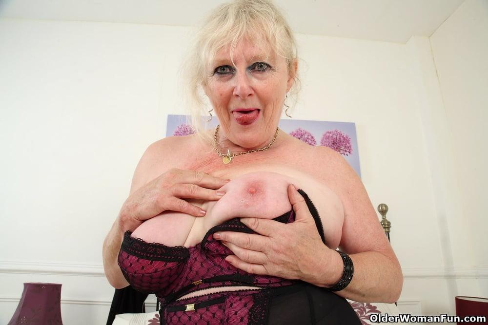 Claire Knight from OlderWomanFun - 12 Pics