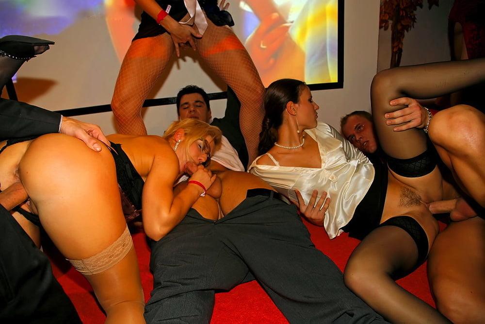 Ебли на порновечеринках совать себя алекс