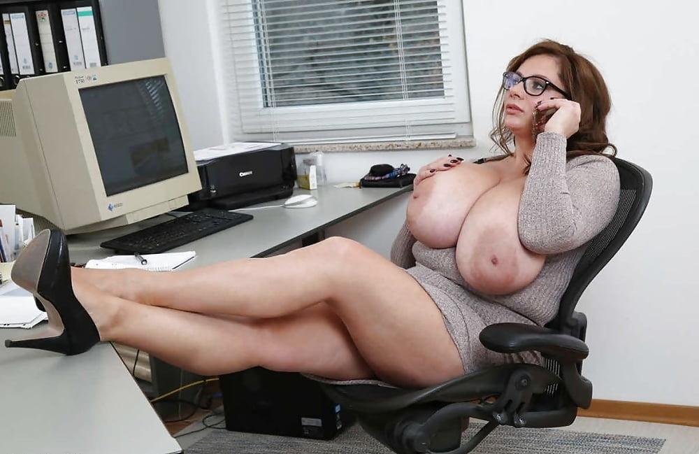 целом крутые сиськи секретарши моему глубокому