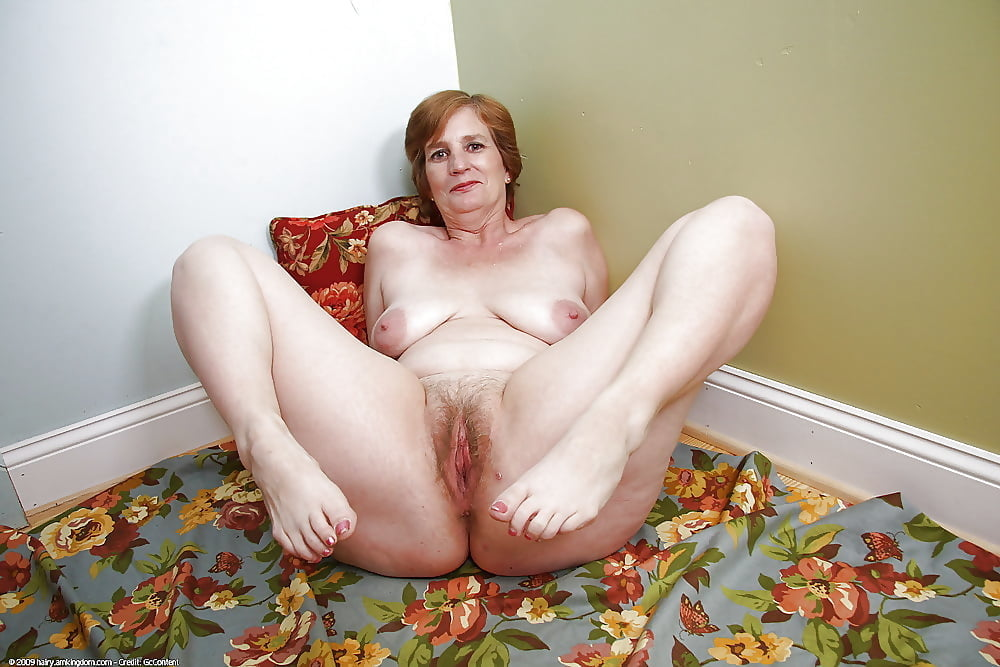Spreading mature pussy Spreading @