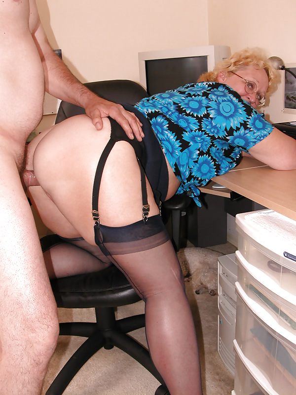 English milf tigger plays with her big tits and pink fanny - 2 part 6