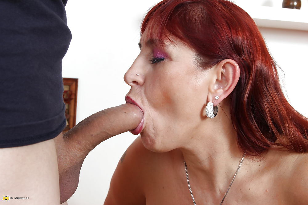 Chubby mature fucked after fellatio