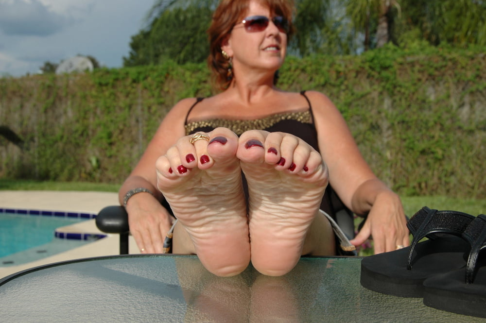 mature-feet-foot