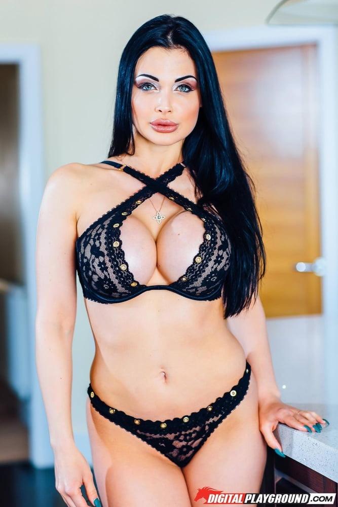 Ass Queen - 14 Pics
