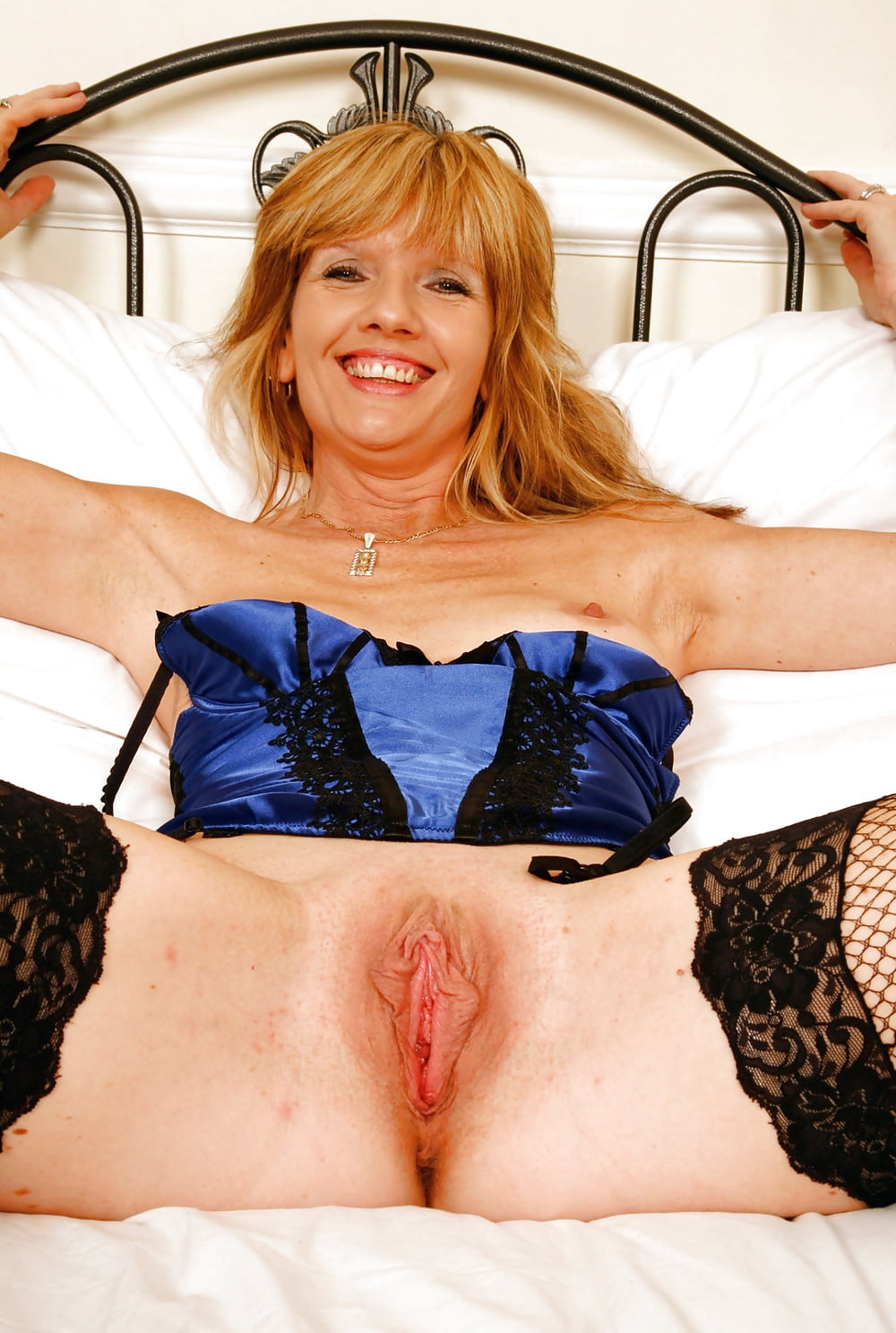 Slim blonde milf with juicy boobs jill kelly rides fat cock by her tender cunt