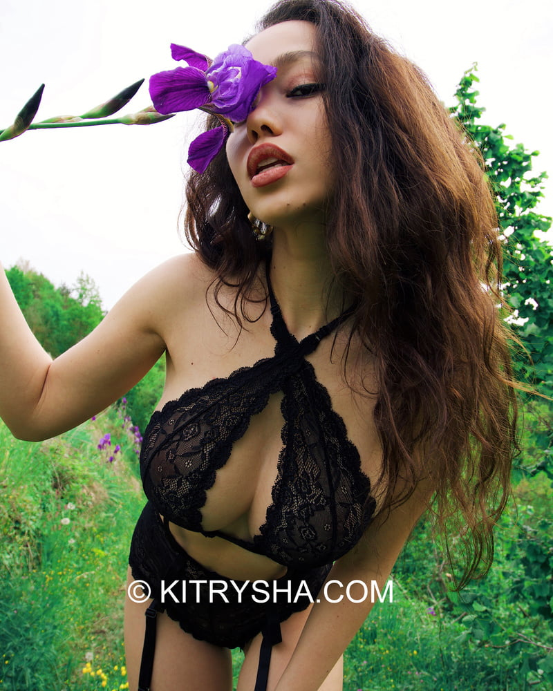 ASIAN WITH PERFECT BODY- 10 Pics