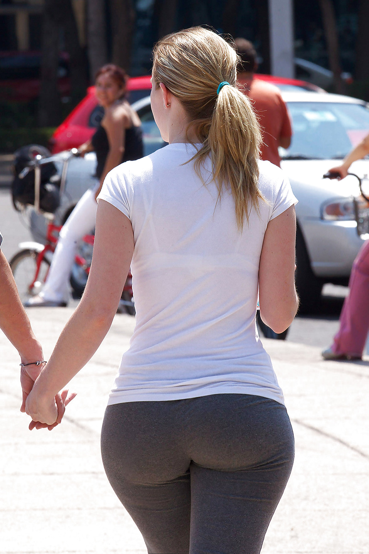 Фото больших попок на улицах