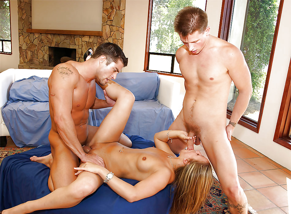 Секс бисексуалов два парня и одна девушка порно, кино тяжелая порно