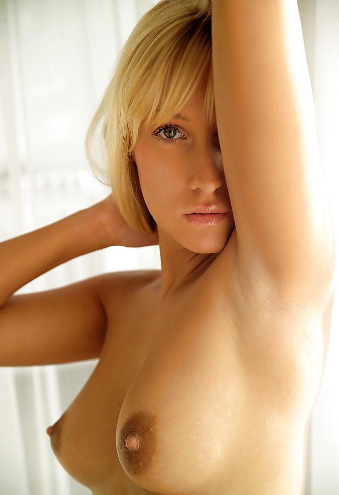 Samantha Nude On The Floor