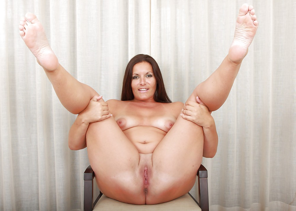 Busty chubby mature mom spreads her legs girls was