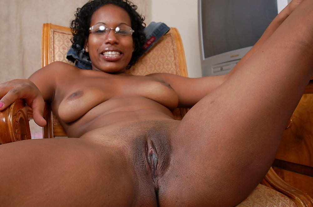 Hairy mature black vagina
