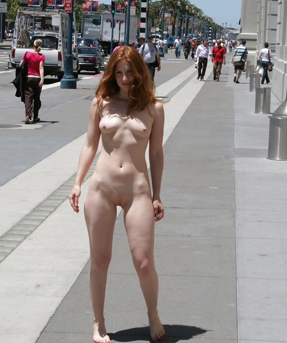 Фото голых женщин улица, секс жену напоили гости