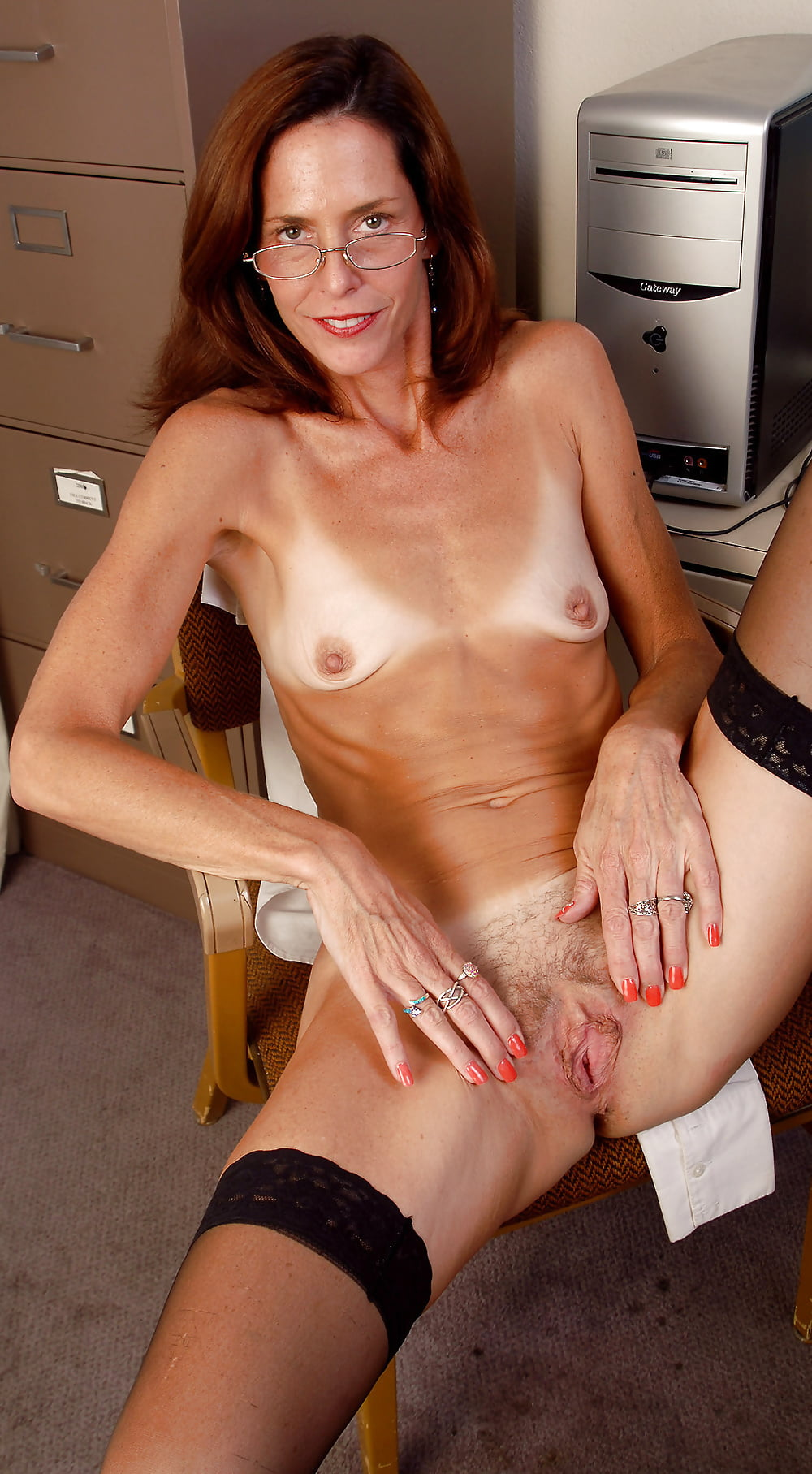 horny-mom-flat-chested