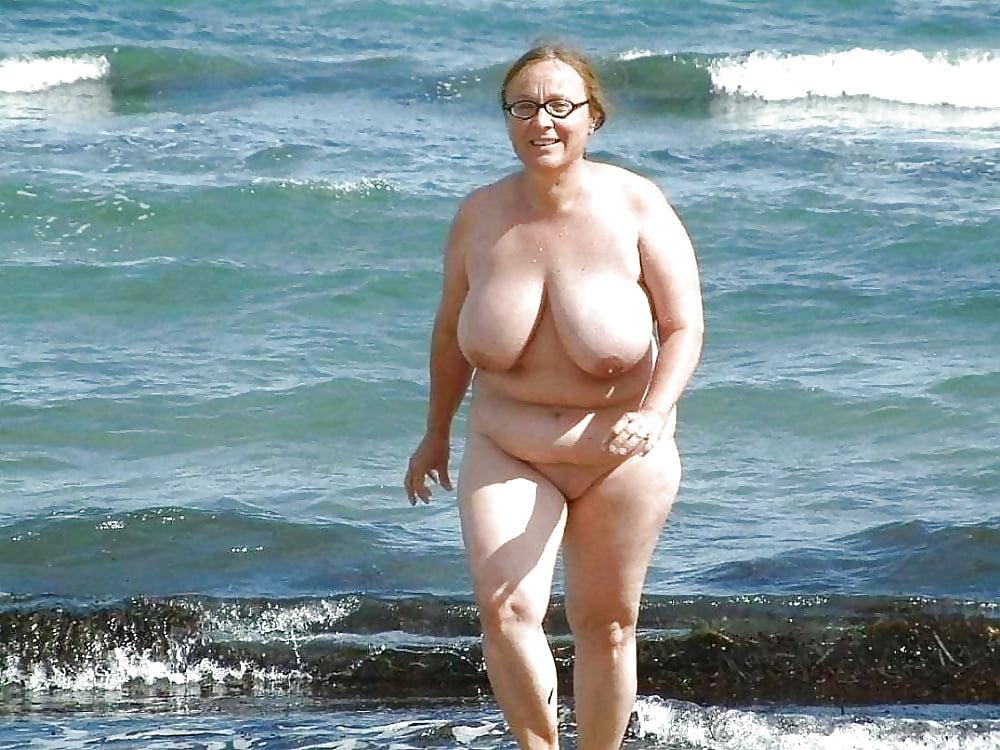 plyazh-zhirnie-tetki-erotika-video-prostitutki-rossii-s-real-foto