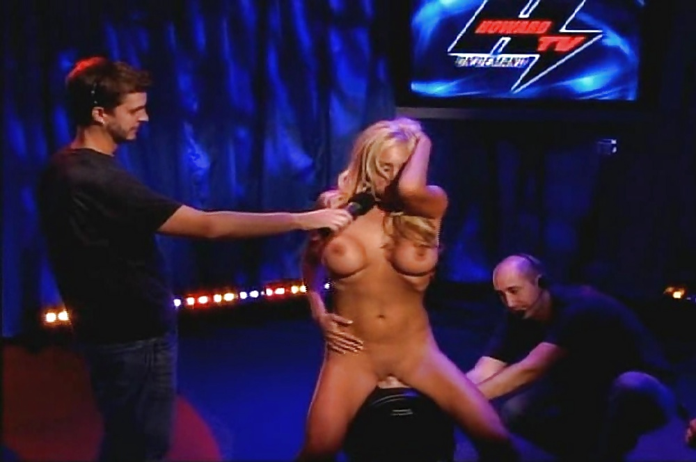 howard-stern-man-boob-contest